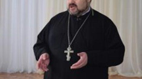 В Городище в средней общеобразовательной школе состоялась встреча священнослужителя и психологов со старшеклассниками